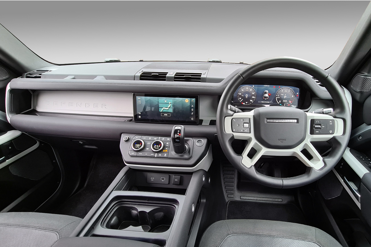 Land Rover Defender infotainment system tops 2020