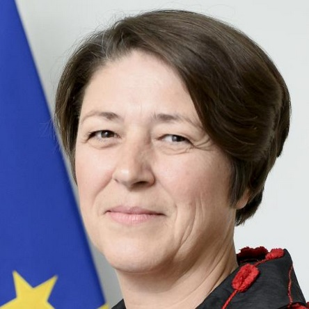 EC Commissioner Bulc explains autonomous vehicle s